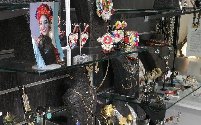 bijoux fantaisie-Louise d'or-présentoirs
